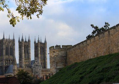 website_lincoln cathedral _ castle wall